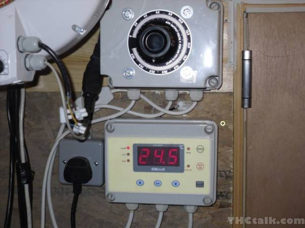 diy twin variac atc 800 fan heater controlleri like to use 3 core flexi stuff, its easy to work with and makes a neater job
